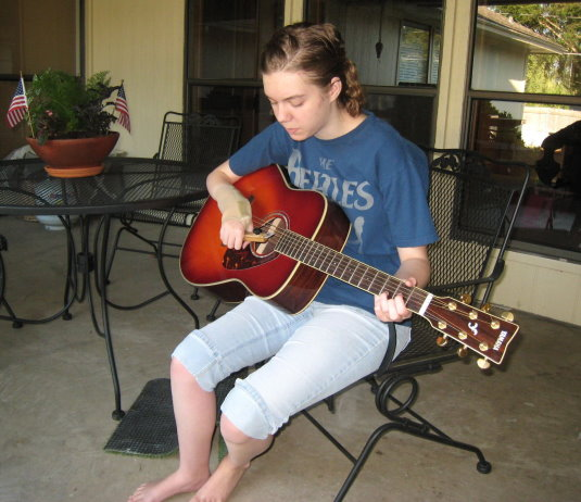 kids with hemiplegia can play the guitar chasa. Black Bedroom Furniture Sets. Home Design Ideas